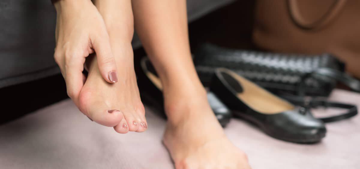 【さよなら靴擦れ!】辛い靴擦れの原因から対処法と防止策まで徹底解説!